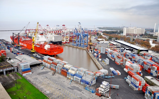 maersk-line-gets-go-ahead-to-purchase-hamburg-sued