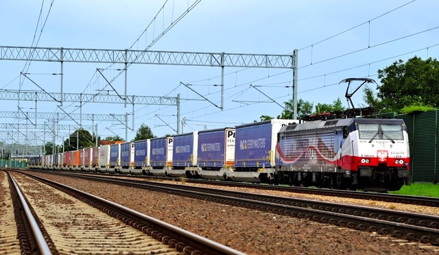 po ferrymasters huckepack trailers on rail